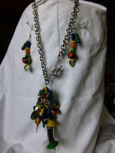 collana con perle in cernit e di legno