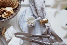 Ideas for the coffee table #tablesetting #interior #home #iittala #lantern #marble #cheese #balmuir  http://divaaniblogit.fi/charandthecity/2014/12/20/20-tarjoiluvinkkeja-jouluiseen-kahvipoytaan/