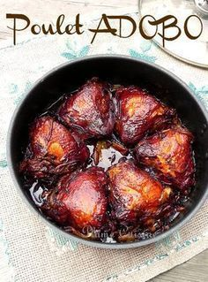 Adobo chicken is a delicious recipe from the Philippines. This local dish made with soy sauce, vinegar and garlic is childishly simple. Cooking Chef, Cooking Time, Cooking Recipes, Frango Chicken, Good Food, Yummy Food, Healthy Eating Tips, Diy Food, Asian Recipes