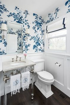 Bathroom Schumacher Pyne Hollyhock Indigo Wallpaper and White Roman Shade with Blue Trim (Molly Griggs Interiors-Photography Marina Storm) bathroom Schumacher Pyne Hollyhock Wallpaper in Indigo 5006922 - 2 Roll Minimum Bathroom Renos, Bathroom Interior, Small Bathroom, Master Bathroom, Blue Bathrooms, Bathroom Basin, Bathroom Wainscotting, Bathroom Marble, Silver Bathroom