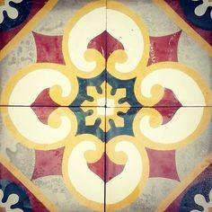 Nuestro modelo MH007 feliz inicio de semana!  #mosaicohidraulico #cementtiles #tileaddiction #handmade #ihavethisthingwithfloors #costarica #tiles by mosaicossanantonio