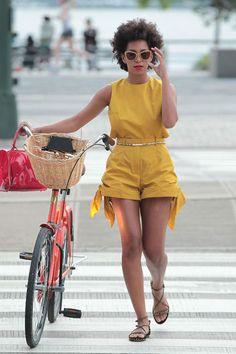 what to wear riding bikes solange knowles fa Solange Knowles, Fashion Mode, Look Fashion, Tokyo Fashion, Casual Summer Outfits For Women, Casual Outfits, Short Outfits, Celebrity Summer Style, Style Summer