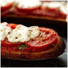 French Bread Margherita Pizza | so simple and easy to make with only 4 main ingredients.