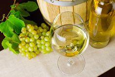 La denominazione d'origine controllata e garantita, nota con l'acronimo DOCG, è un marchio di origine italiano utilizzato in enologia ed è riservato ai vini già riconosciuti a denominazione di origine controllata DOC da almeno dieci anni.