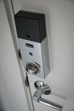 The+front+door+can+be+opened+remotely+or+the+homeowner+can+program+up+to+19+passcodes,+making+the+smart+lock+especially+efficient.