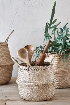 The perfect large natural baskets for storing magazines, plants and other accessories found in your home Lined Wicker Baskets, Wicker Baskets With Handles, Rattan Basket, Storage Baskets With Lids, Storage Boxes, Room With Plants, House Plants, Belly Basket, Bohemian Decor