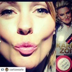 2015 se Voorbladgesigkompetisie-wenner, Carlize, dra haar SARIE lipstiffie! Wys ons wat is jou gunsteling kleur! Enige aanhangers van Son-oranje? #SARIEsoenselfie  #Repost @carlizeearle with @repostapp ・・・ #sariesoenselfie  Nuwe uitgawe + = 4 kleure om van te kies!
