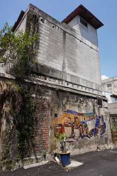 Murals in Ipoh - the bigger picture.