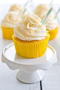 Cupcakes Façon Piña Colada Plus Donut Recipes, Baking Recipes, Dessert Recipes, Baking Cupcakes, Cupcake Cookies, Muffin Cupcake, Cheesecake Cookies, Pina Colada Cupcakes, Gravity Cake