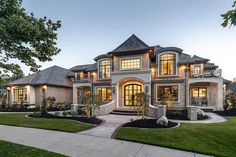 Classic House Exterior, Classic House Design, Dream House Exterior, Dream Home Design, Big Houses Exterior, Luxury House Plans, Luxury Homes Dream Houses, New House Plans, Dream House Plans