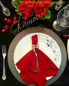 Glamour Collection by @marcia.ehbrecht_mesabela  Idealizamos e produzimos capa para sousplat,  guardanapo, porta guardanapo, trilhos de mesa, toalhas de mesa, arranjo floral,  capa para almofada, jogo americano, cestinhas, cortinas,  capa para puff