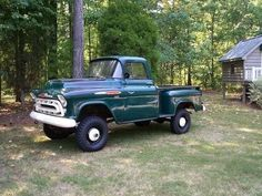 4x4 Chevy or GMC. Looks like a Napco conversion.