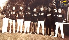 Journée sportive de Clarkson, Gordon & Dilworth, à Centre Island, vers 1926. De gauche à droite : George Richardson, Ross MacKenzie, Harold «Buck» Wesley, Roy Page, Harry Dwyer, Fraser Wilson, Fred Hill et Ivan Grey. #EYCan150
