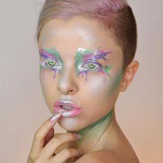 Warrior Paint, Bold Makeup Looks, Extreme Makeup, Runway Makeup, Make Up Art, Glow Kit, Colorful Makeup, Makeup Trends, Face Art