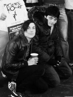 My Chemical Romance ~ Awe Frank Iero and Gerard Way are soo cute