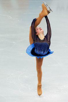 the amazing flexibility of 15-year-old Yulia Lipnitskaya of Russia