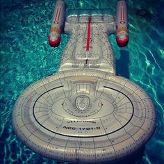 This amazing U.S.S Enterprise float: | 12 Totally Radical Grown-Up Pool Accessories