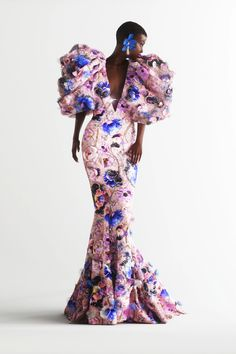 Ralph & Russo Fall 2020 Couture Collection - Vogue Haute Couture Dresses, Couture Fashion, Runway Fashion, Fashion Show, Fashion Looks, Fashion Design, Pretty Dresses, Beautiful Dresses, Ralph & Russo