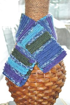 I love the cool colors of this scarf:)