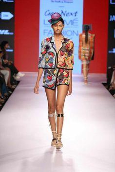 Year after year INIFD and Lakmé Fashion Week give a chance to 6 aspiring designers.  Designer- Salita Nanda