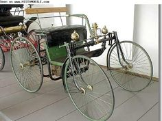 Daimler Stahlradwagen (1889-1889)   ===>  https://de.pinterest.com/adelaidebeemanw/antique-transportation/   ===>  https://de.pinterest.com/pin/512636370066524096/