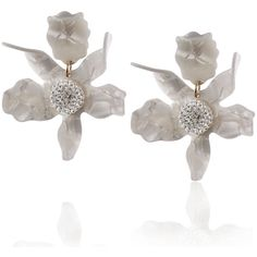 Last night Kirsten Dunst plucked her CFDA look straight from Rodarte's runway, fresh flower jewelry and all! Femail rounds up floral earrings so you too can get in on the budding trend. White Earrings, Pearl Drop Earrings, Flower Earrings, Stud Earrings, Pearl Earing, Flower Jewelry, Mother Of Pearl Jewelry, Mother Pearl, Pearl Flower