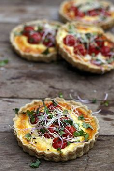 Savory Tarts Tomatoes with Goat Cheese / Recipe in Dutch, needs to be translated.
