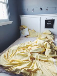 70 Bright Yellow Bedroom Decor Ideas - World Of Decor Dream Rooms, Dream Bedroom, Bedroom Yellow, Yellow Room Decor, Yellow Bedding, Light Yellow Bedrooms, Yellow Bedspread, Yellow Rooms, Bedroom Inspo