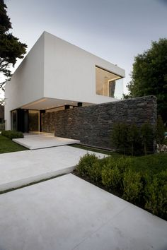 Modern White Residence Which Seems to Rise from Water: Carrara House