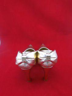 Sapato de festa dourado na www.blacksuitdress.com.br #sapatodefesta #sapatosocial #lookfesta #blacksuitdress #compraonline