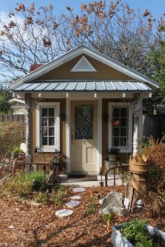 Such a cute she shed, potting shed! I could sip a cup of coffee on that front po. - Such a cute she shed, potting shed! I could sip a cup of coffee on that front porch every spring mo - Backyard Studio, Backyard Retreat, English Cottage, Craft Shed, Craft House, She Sheds, Potting Sheds, Shed Design, Front Design