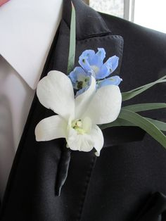 We have complementary pinning of boutonnieres and corsages for our clients. We included a touch of baby blue here.