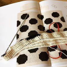 #hiljaahyväätulee etene kierros pura kaksi...  jospa tää nyt lähtis etenemään  #virkkaus#crochet#mollamills#virkkuri