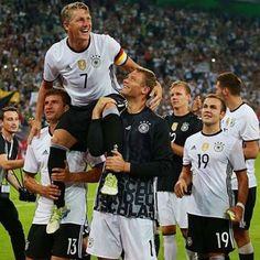 weil du einfach der einzig Wahre bist. seit ich dich kenne ist Fußball zu etwas besonderem geworden. ohne dich ist es nicht mehr dasselbe. #foreverinlovesince2008 #fußballgott