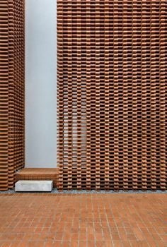 Brick wall decor will give a lovely flair to your home! Be it sumptuous or country-like, the brick facade deserves a place in your home! Brick Wall Decor, Brick In The Wall, Brick And Stone, Brick Design, Facade Design, Wall Design, Architecture Design, Architecture Office, Brick Patterns