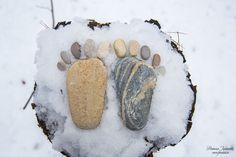 Каменные ножки на снегу