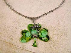 11 Wearable St. Patrick's Day craft #FaveCrafts  I love me some shamrocks!