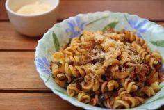 Aprenda a preparar macarrão de panela de pressão com carne moída com esta excelente e fácil receita. O TudoReceitas sugere uma receita de macarrão de panela de...