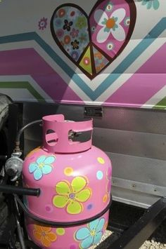 From the Getaway Gals ~ propane tank has a Magical Mystery Tour style. Photo: TOM REEL, San Antonio Express-News / San Antonio Express-News