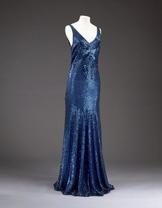 """omgthatdress: Dress Coco Chanel, 1932 The. - omgthatdress: """"Dress Coco Chanel, 1932 The Victoria & Albert Museum """" Vintage Chanel, Vintage Couture, Coco Chanel, Chanel Paris, Chanel Black, Vintage Gowns, Vintage Clothing, Vintage Outfits, Madeleine Vionnet"""