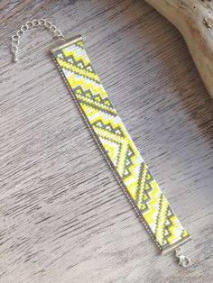 .. BRACELET TISSÉ EN PERLES MIYUKI .. Ideal pour offrir ou se faire plaisir ;) : Bracelet par maya40 Loom Bracelet Patterns, Bead Loom Bracelets, Bead Loom Patterns, Beading Patterns, Beaded Choker, Beaded Jewelry, Weaving Machine, Bead Loom Designs, Indian Beadwork