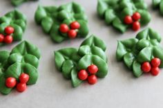 Royal Icing Holly for cupcake toppers or cookies