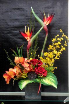 tropical birds with roses arrangement