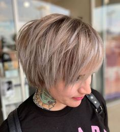 Short Layered Hairstyles For Straight Hair hair with layers 100 Mind-Blowing Short Hairstyles for Fine Hair Thin Straight Hair, Short Thin Hair, Short Hair With Layers, Short Hair Cuts For Women, Naturally Straight, Short Cuts, Short Layered Haircuts, Choppy Bob Hairstyles, Bob Hairstyles For Fine Hair