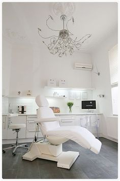 Go to the webpage to read more on esthetician programs Home Beauty Salon, Beauty Salon Decor, Beauty Salon Design, Beauty Salon Interior, Clinic Interior Design, Spa Interior, Schönheitssalon Design, Spa Room Decor, Esthetics Room