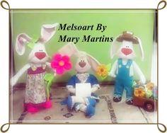 Trio de bonecos coelhos especial Pascoa. Informações de como adquirir entrar em contato por mensagem , pelo email melsoart@hotmail.com ou curta minha pagina no facebook Melsoart para conhecer um pouco mais do meu trabalho !! #destinoRecife