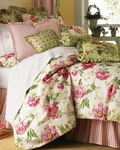 Bedroom Decor in Pink and Green
