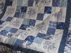 Bluework Quilts Quilting Tutorials, Quilting Designs, Machine Embroidery Quilts, Red And White Quilts, Embroidered Quilts, Quilt Festival, Girls Quilts, Patch Quilt, Square Quilt