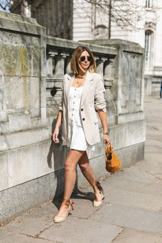 5 items that can not be missing in your suitcase this holiday Espadrilles Outfit, Wedges Outfit, Chic Summer Outfits, Spring Summer Fashion, Summer Chic, Blazer Outfits For Women, Midi Skirts, Fashion Outfits, Converse