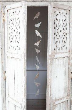 Mueble con puertas caladas